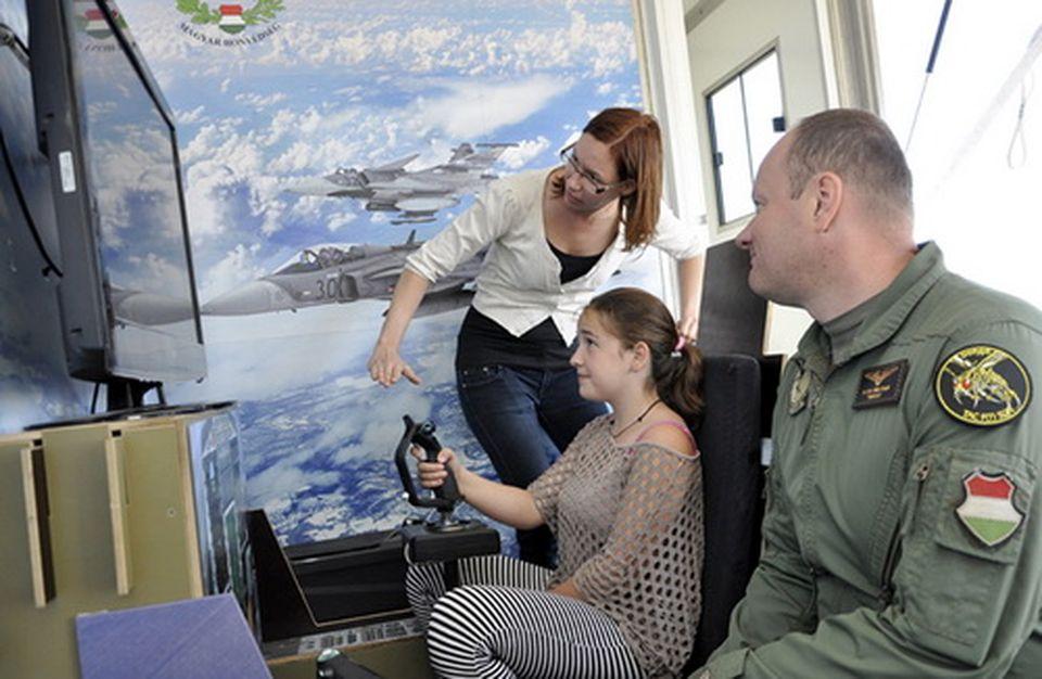 Iskolások hete a Kecskeméti Repülőbázison