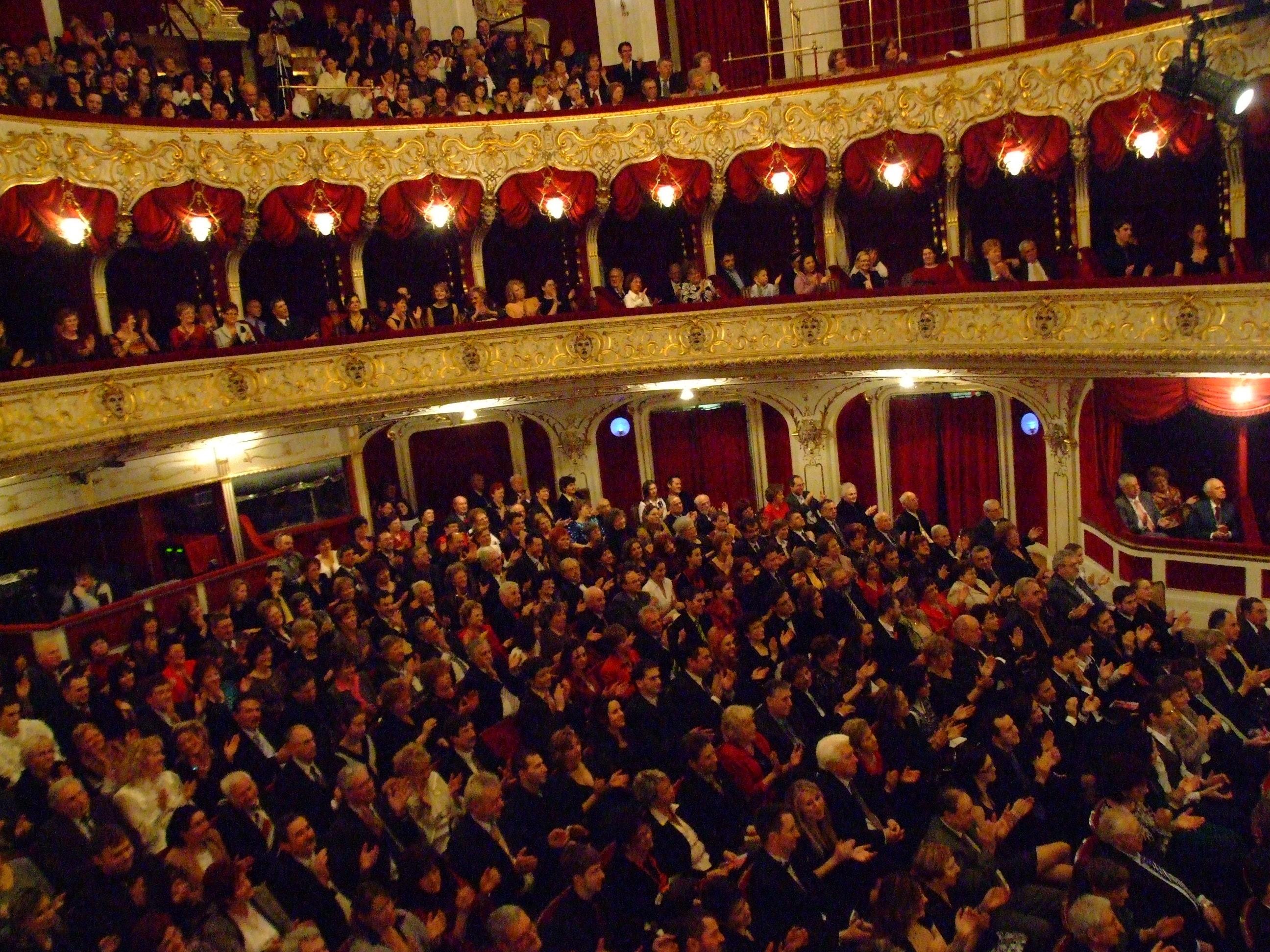 Öt nagyszínházi bemutatóval készül az évadra a kecskeméti színház
