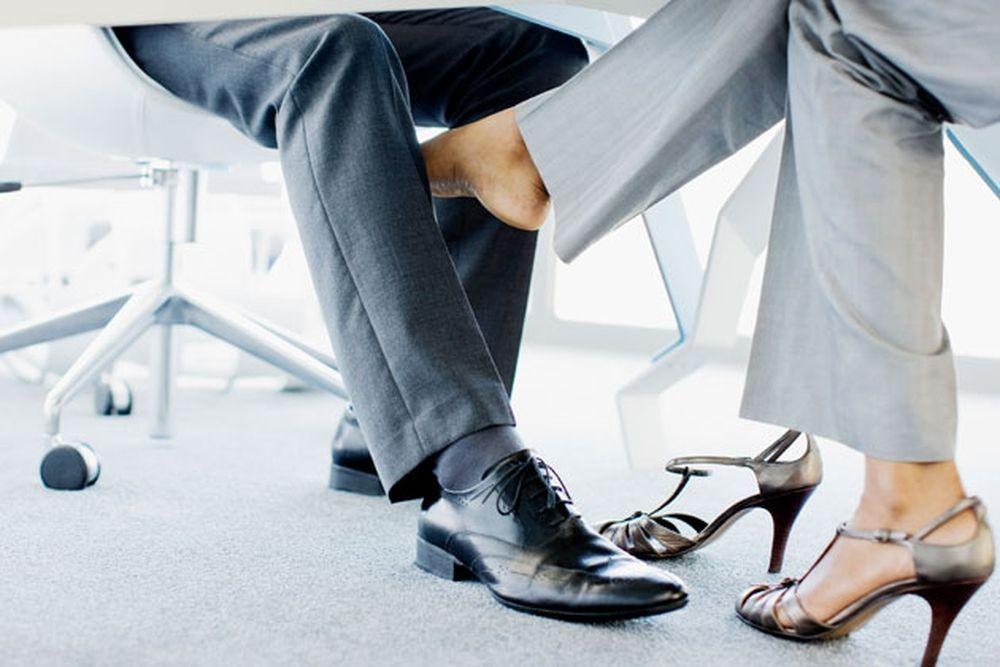 Egyedül nem megy... - A nők közel fele igent mondott a munkahelyi viszonyra