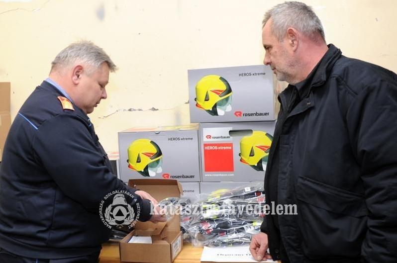 Pályázaton elnyert felszereléseket adtak át az önkéntes tűzoltó egyesületeknek