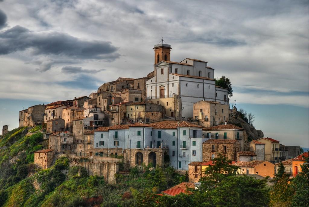Egy paprikás olasz város keresi Kalocsával a kapcsolatot