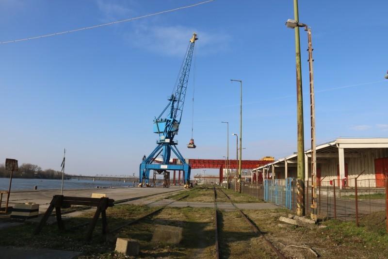 Fejlesztik a bajai kikötőt