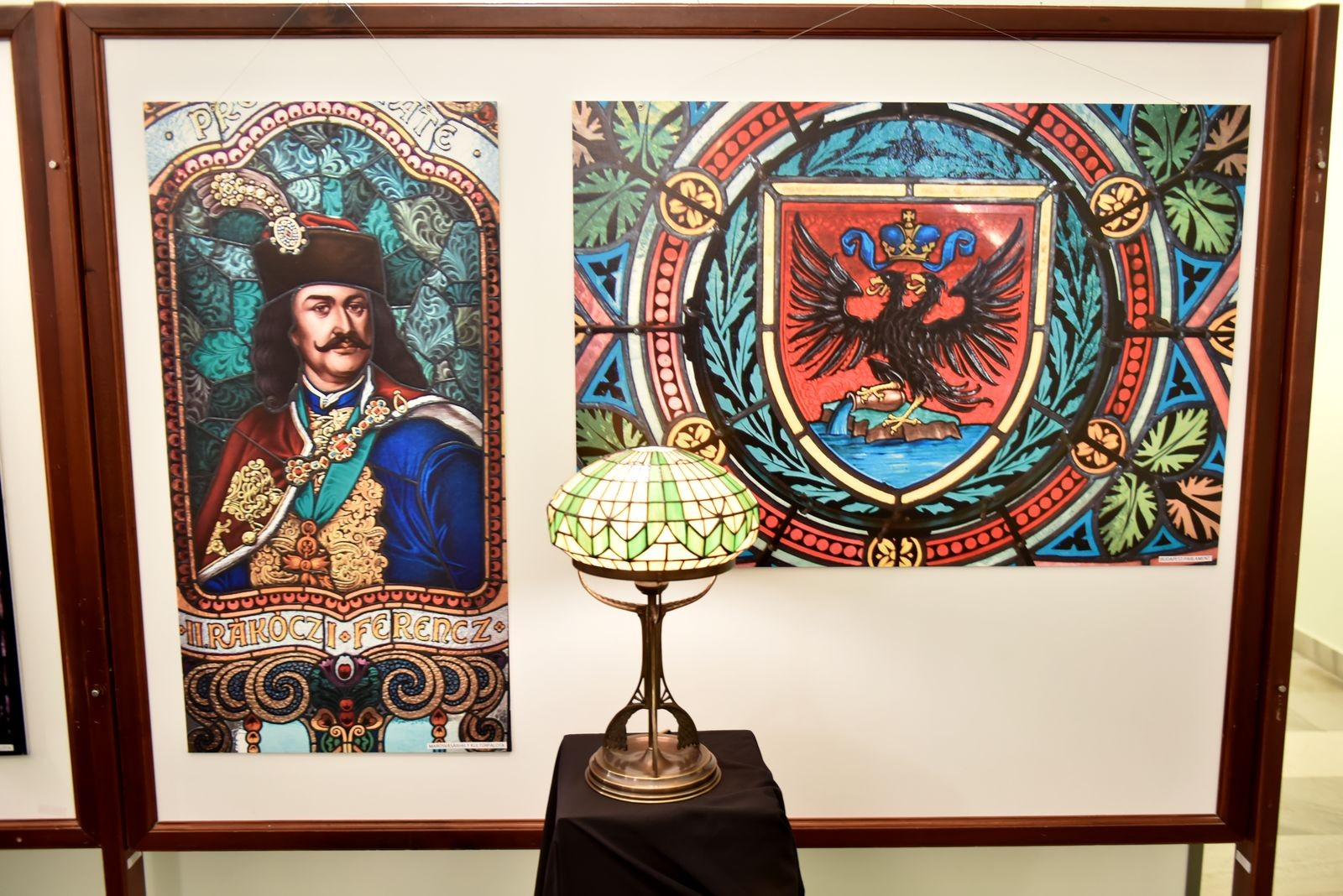 Kiállítás nyílt a nemzetközileg is elismert díszműüveges mester alkotásaiból
