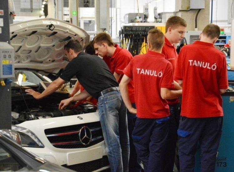 Több százmilliós tanműhely-támogatást kap a Mercedes