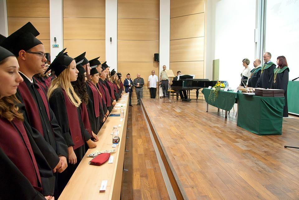 64 hallgató vehette át diplomáját a Bajai Főiskolán