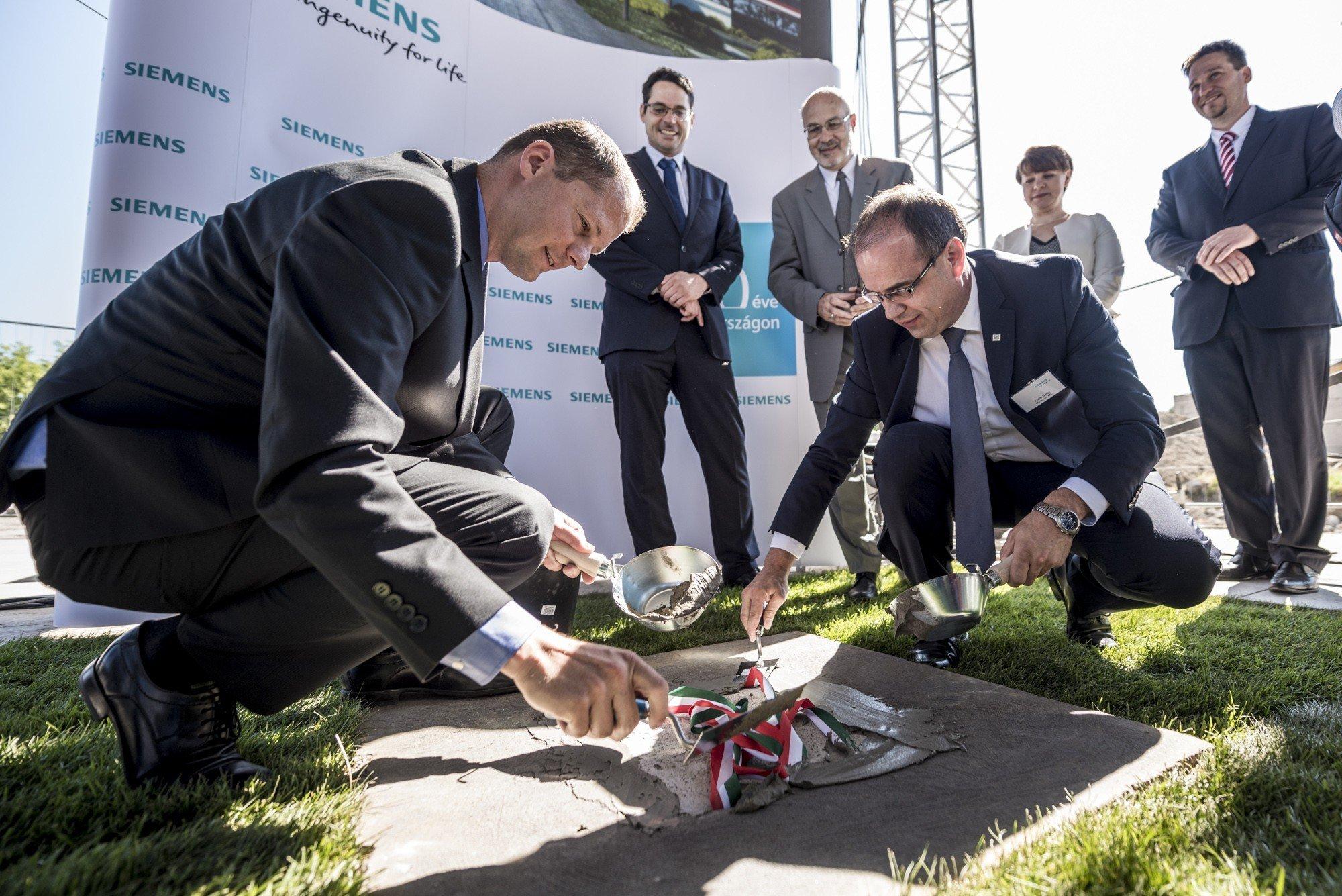 Tízmilliárdos beruházást kivitelez a kiskunhalasi Merkbau a Siemensnek