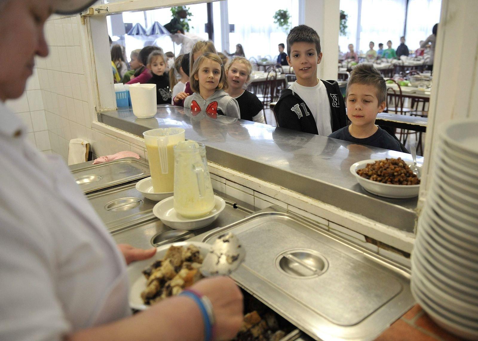 A nyári szünetben is meleg ételhez juthatnak a hátrányos helyzetű családok gyermekei
