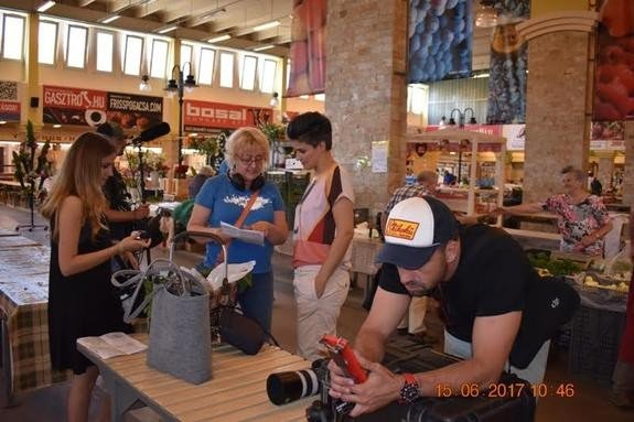 A Kecskeméti Piaccsarnokban forgattak a Dóra a piacon műsorához