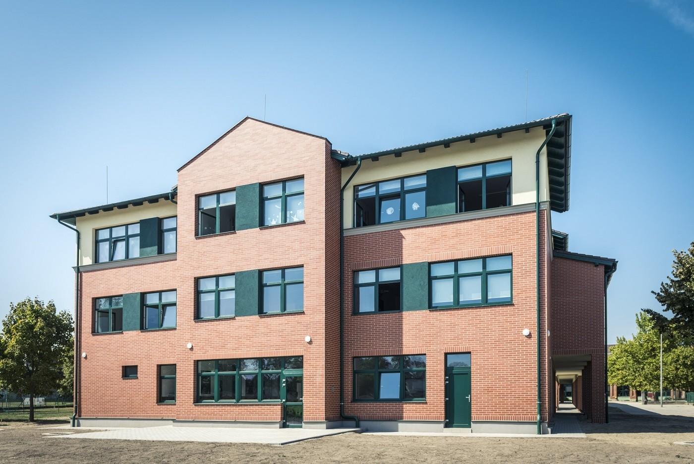 A Merkbaunak köszönhetően új épületben indult a tanév Baján