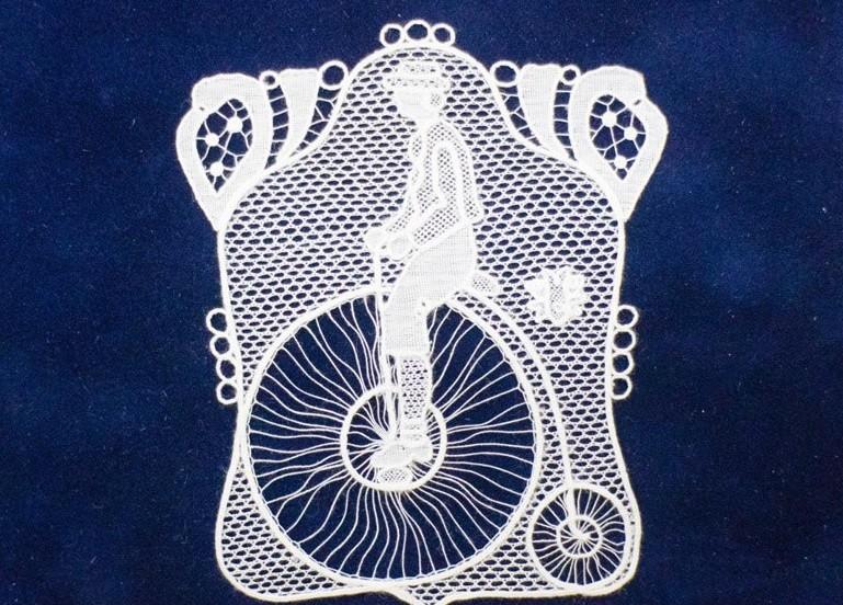 Elkészült az első kerékpáros halasi csipke
