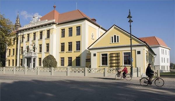 Új épülettel bővült a református iskola Kunszentmiklóson