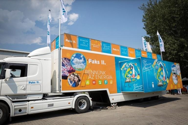 Ismét Kalocsán járt a paksi bővítést bemutató kamion