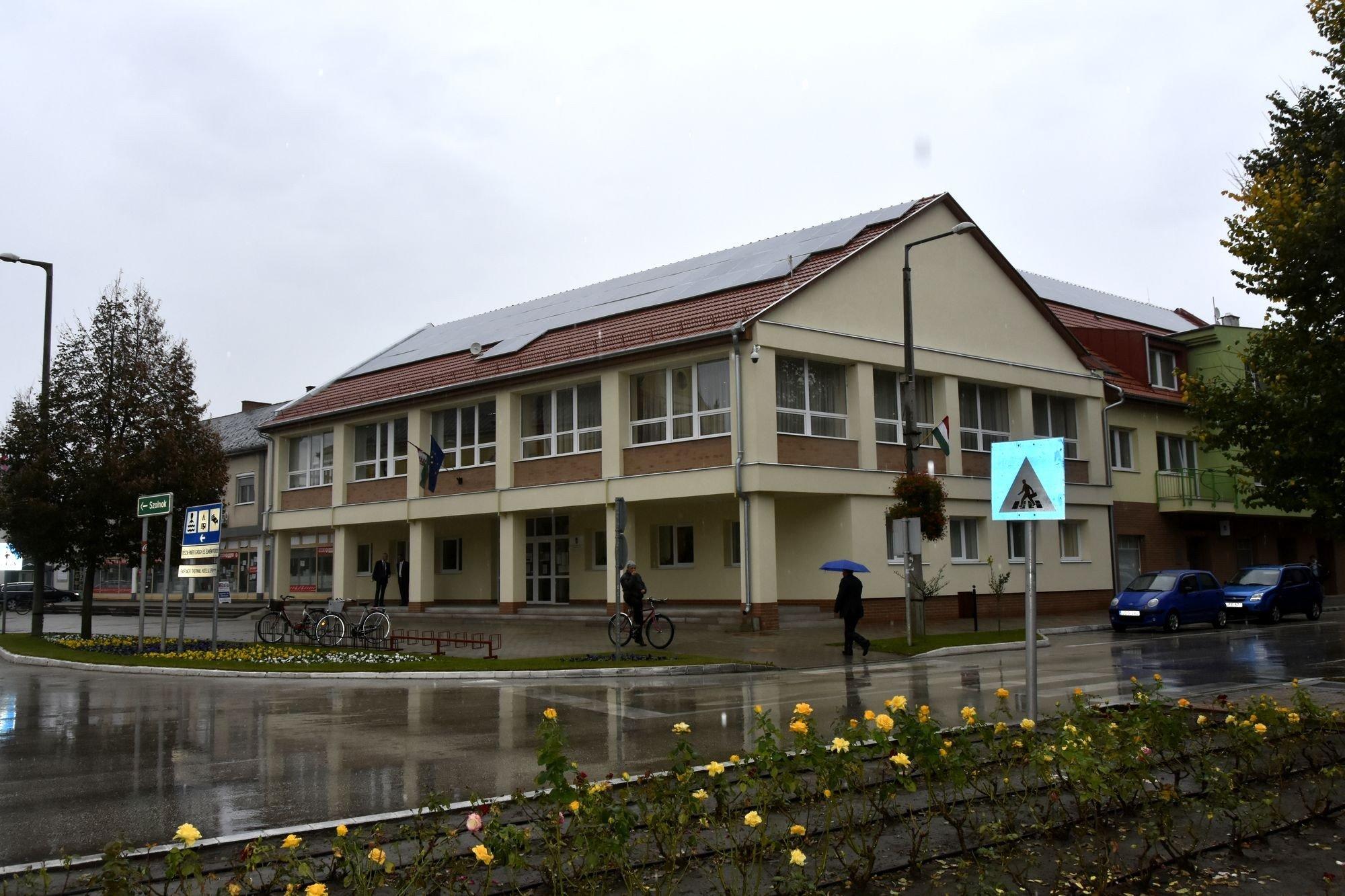 A tiszakécskei Járási Hivatal felújított épületben várja ügyfeleit