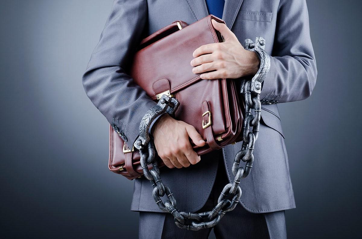 Lezárták a jogosulatlan tevékenységet végző kecskeméti ügyvéd aktáját