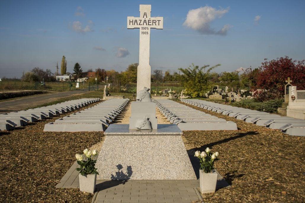 Megújult az első világháborús sírkert a kiskunfélegyházi Felsőtemetőben