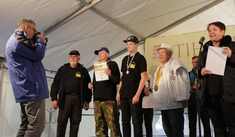 A Bajai Halászléfőző Bajnokok Egyesületét öt taguk képviselte a Tihanyi Garda Fesztiválon