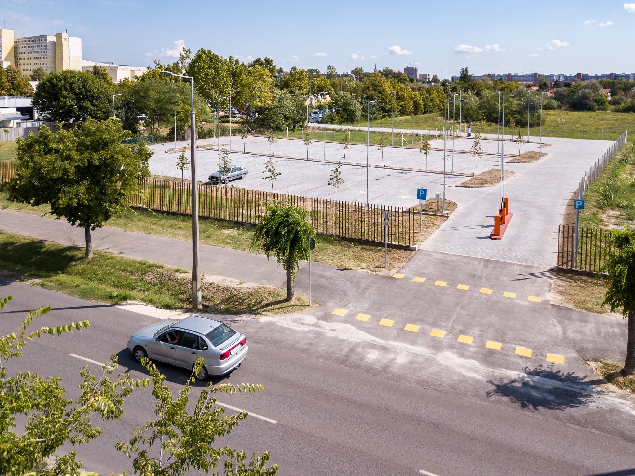 75 férőhelyes parkoló nyílt a Bács megyei kórház területén