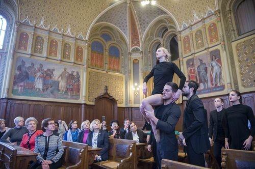 Kodállyal és tánccal kápráztatták el a Kecskemétre látogató nagykövetasszonyokat