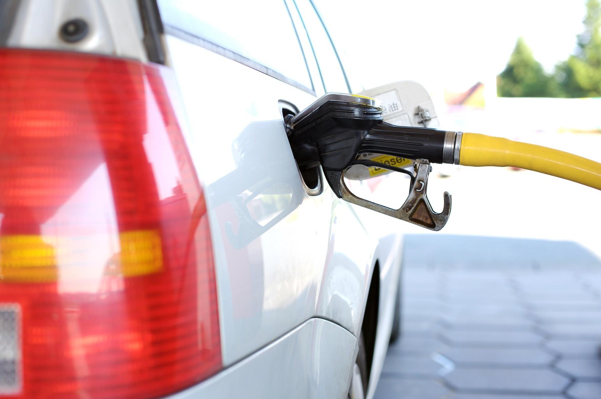 Emelkedik az üzemanyagok ára szombaton