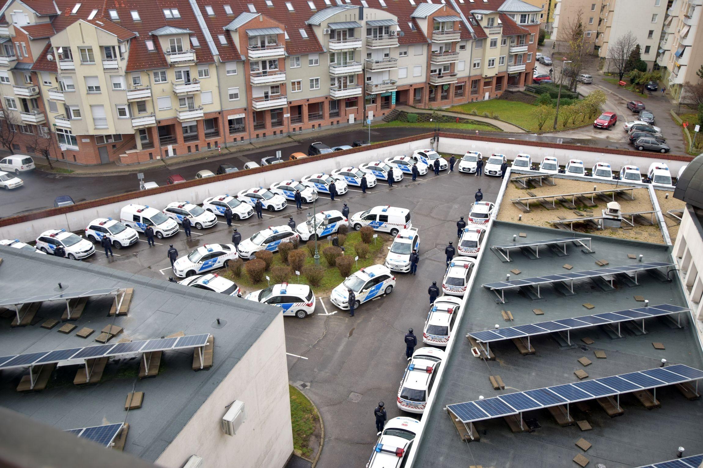 Új járőrgépjárműveket adott át Bács-Kiskun megye rendőrfőkapitánya.