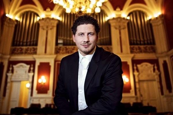 Hamarosan Kecskeméten is koncertet ad Rákász Gergely orgonaművész