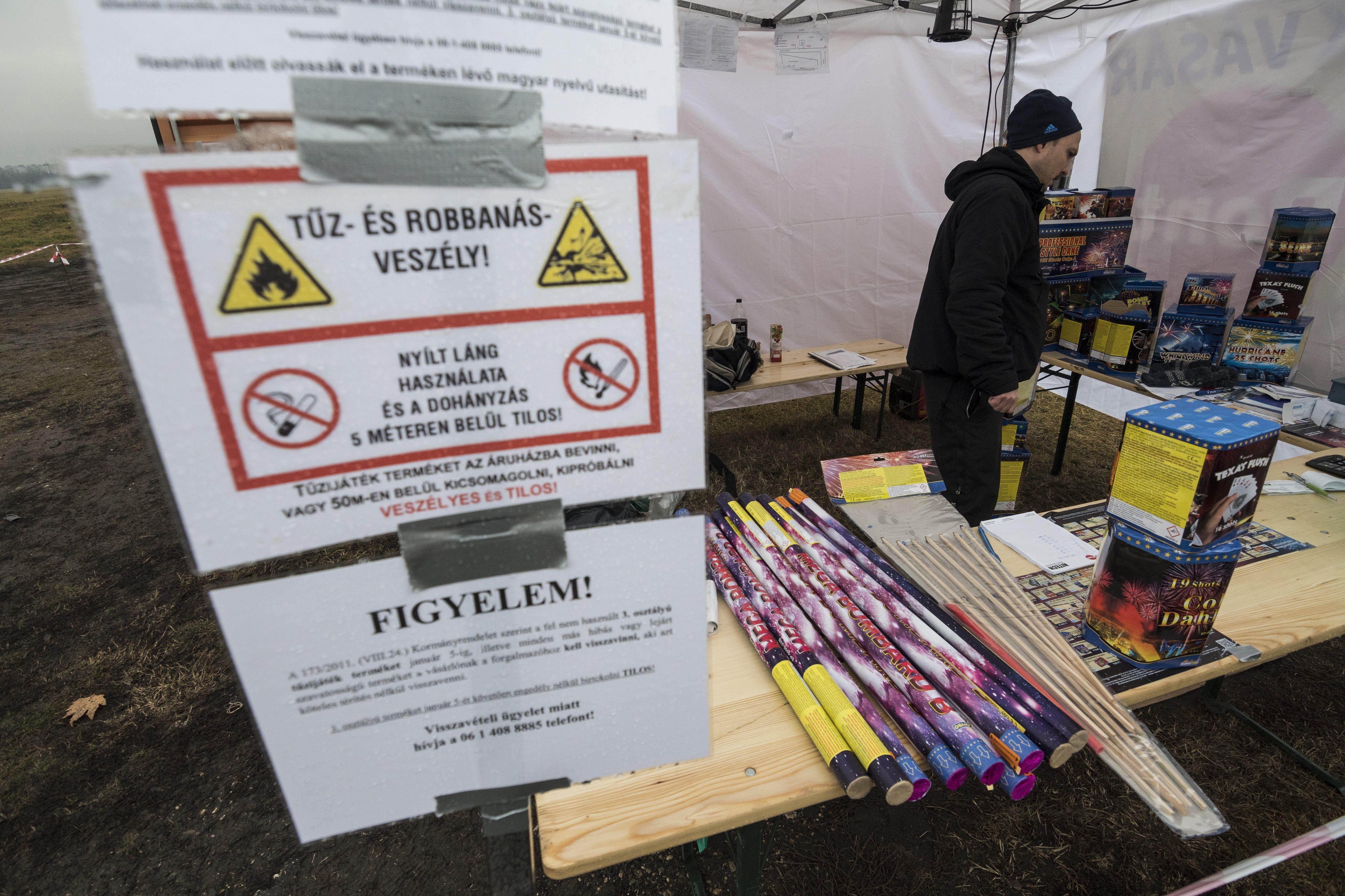 Elkezdték a szilveszteri tűzijátékok árusítását