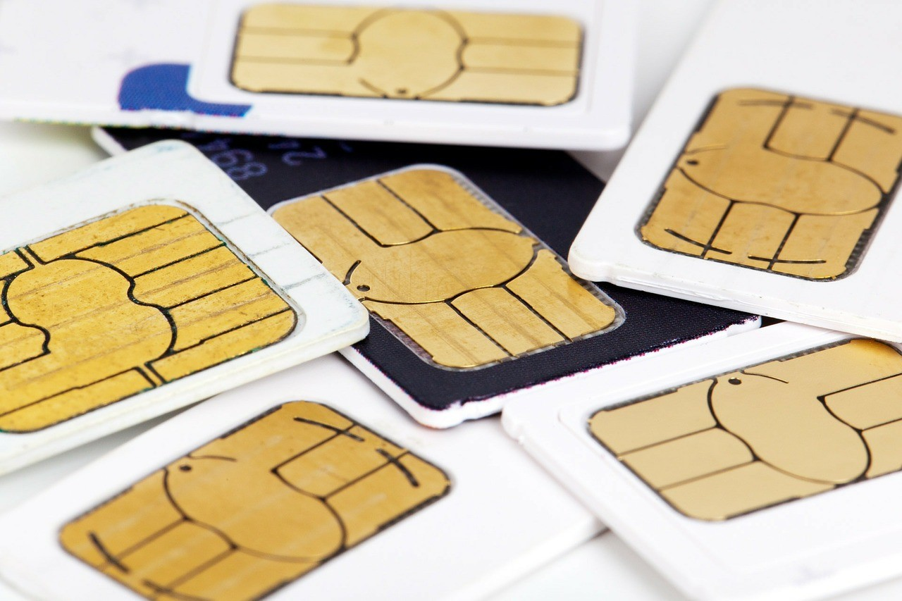 Az idén mintegy 3,5 millió feltöltős SIM-kártyánál kell egyeztetni az adatokat