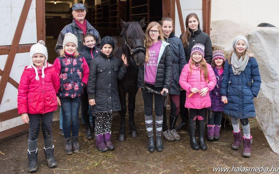 Sok gyerek vendégeskedett a kiskunhalasi Kicsihuszár Tanodában