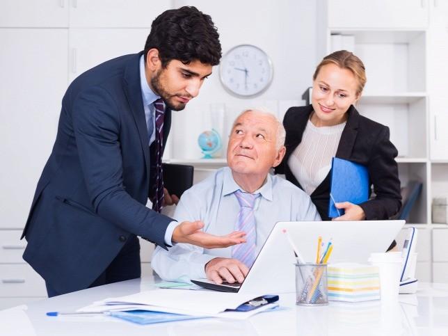 A fiatalok hozzák a haladást egy cégben, de az idősek a tapasztalatot