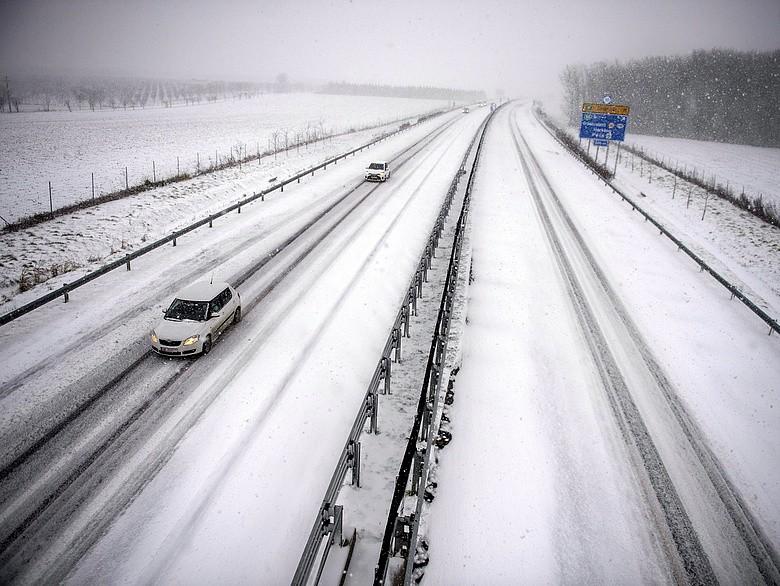 Havazás - Sónedvesek, hókásásak az utak, nincs korlátozás