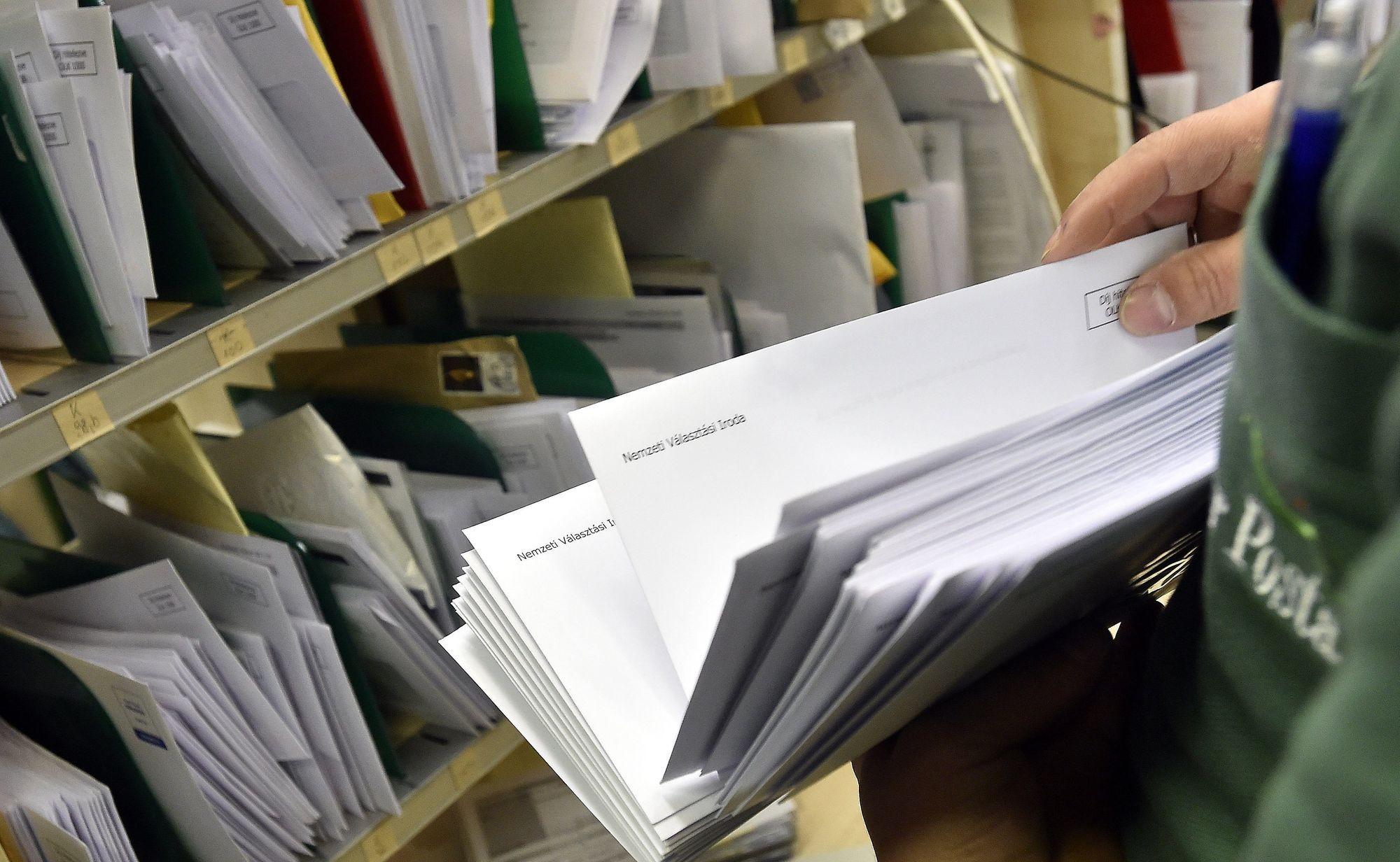 Ma kezdik a választási értesítők kézbesítését