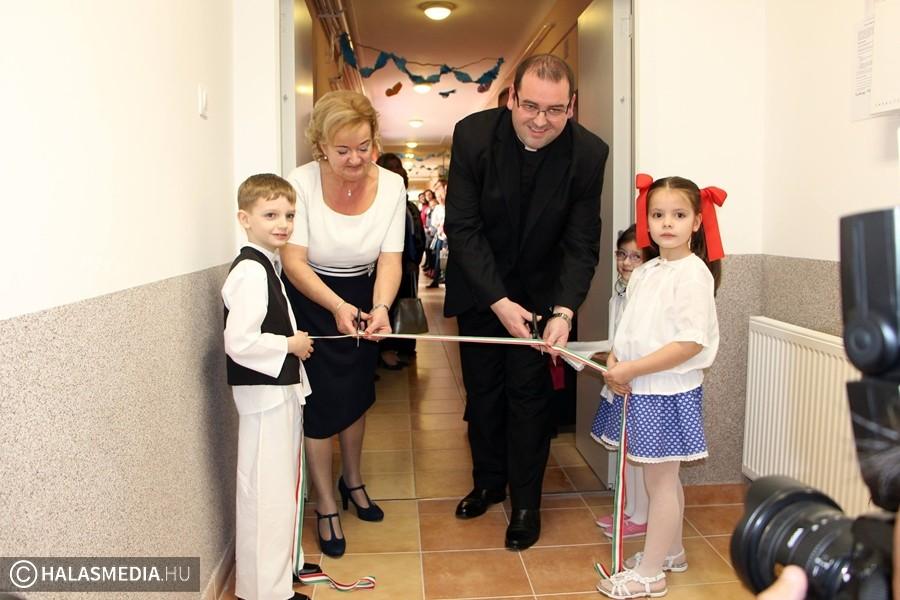 Új épületszárnyat avatott a kiskunhalasi Szent József Katolikus Iskola és Óvoda