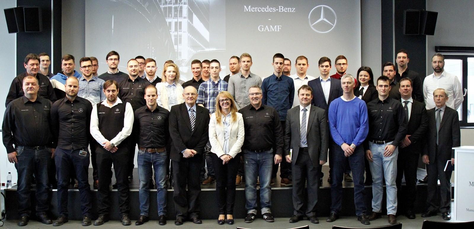 Díjkiosztó eredményhirdetés a Mercedes-Benz és a Neumann János Egyetem 1. mérnökversenyén
