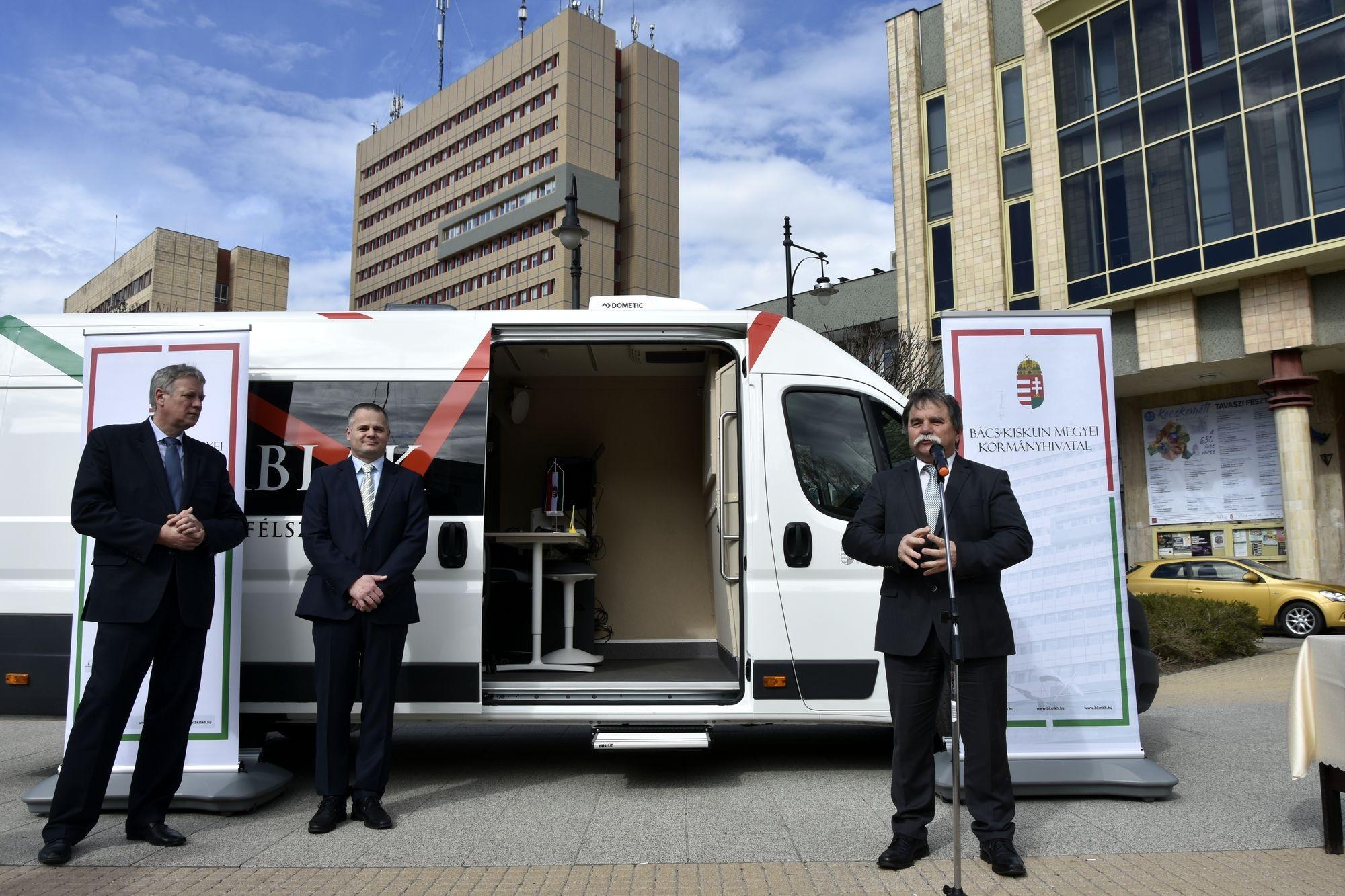 Busz segíti a Bács-Kiskun Megyei Kormányhivatal munkáját