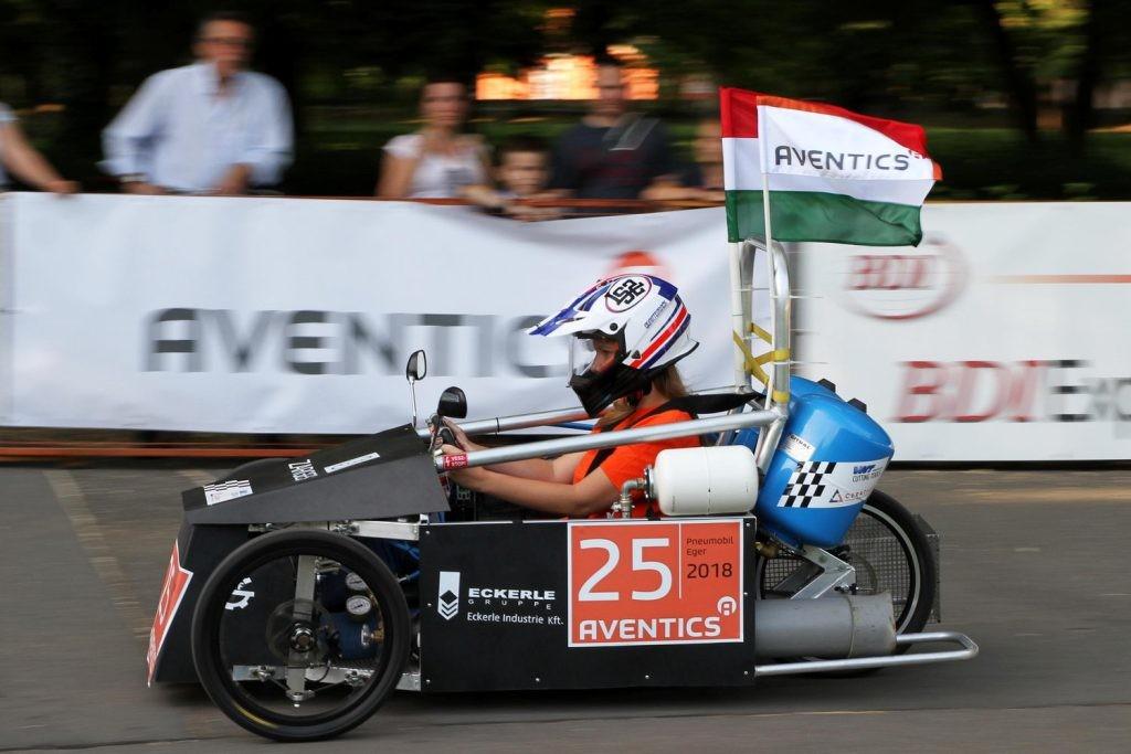 A Neumann János Egyetem nyerte a sűrített levegővel hajtott járművek versenyét Egerben