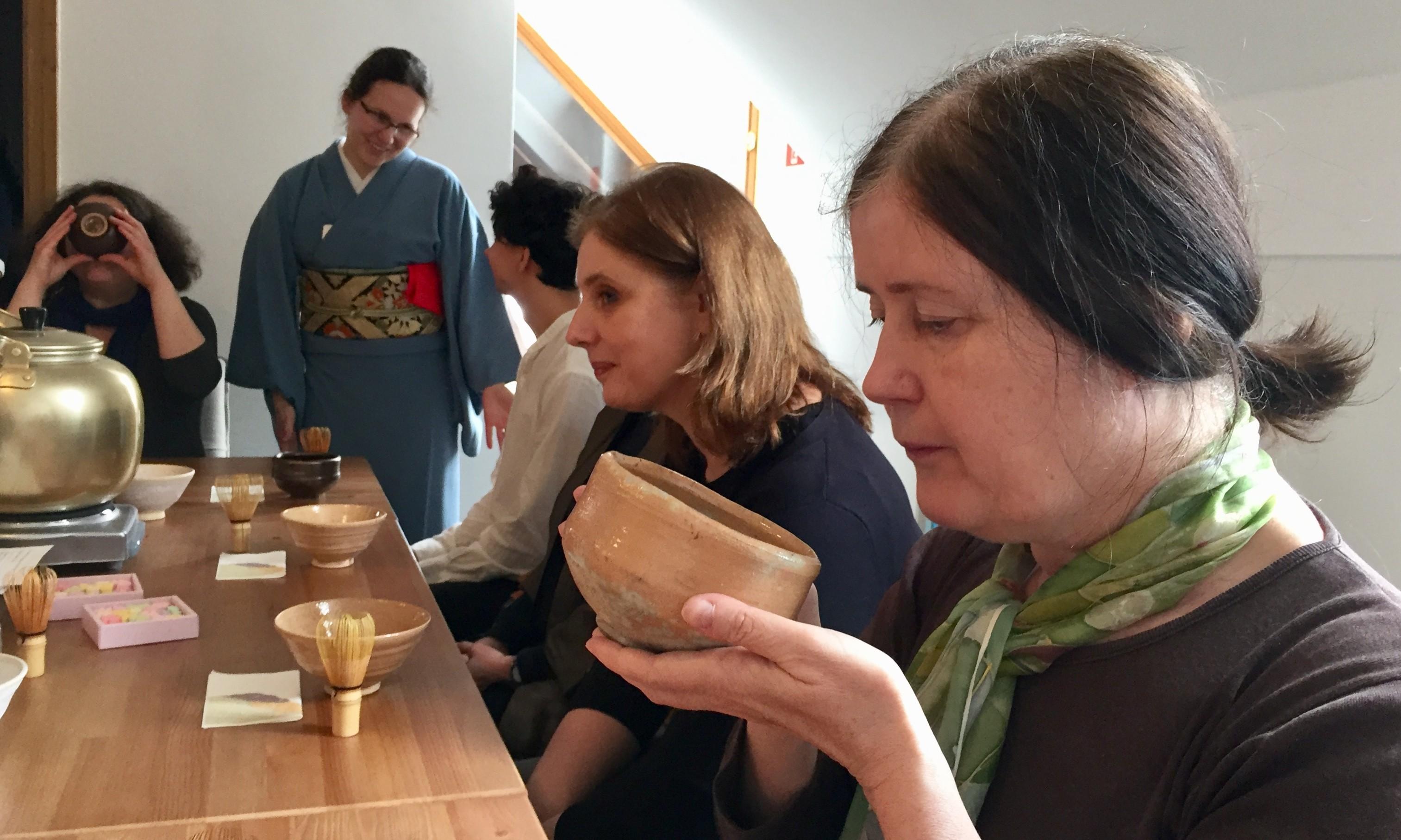 Meghosszabbított japán pillanatok tea-ceremóniával