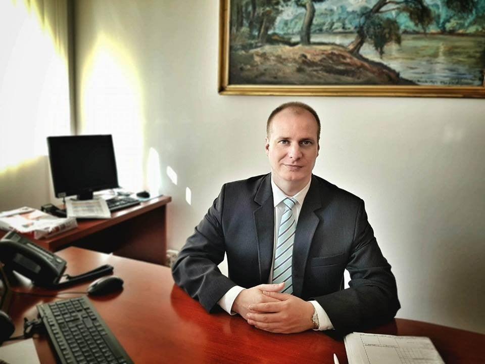 Nagyapai nyomdokokon lépett hivatalba az új Bács-Kiskun megyei jegyző
