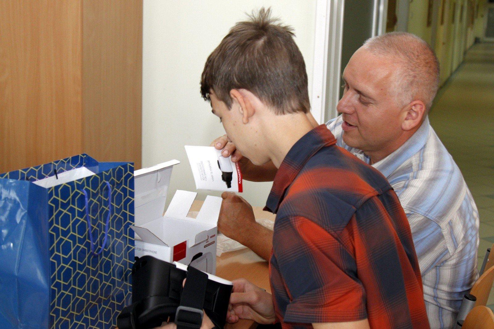 VR szemüveggel és okosórával jutalmazták Kecskemét és Szolnok környékének legjobb matekosait