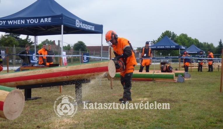 Dőltek a fák, repült a forgács - III. Bács-Kiskun Megyei Tűzoltófavágó-verseny