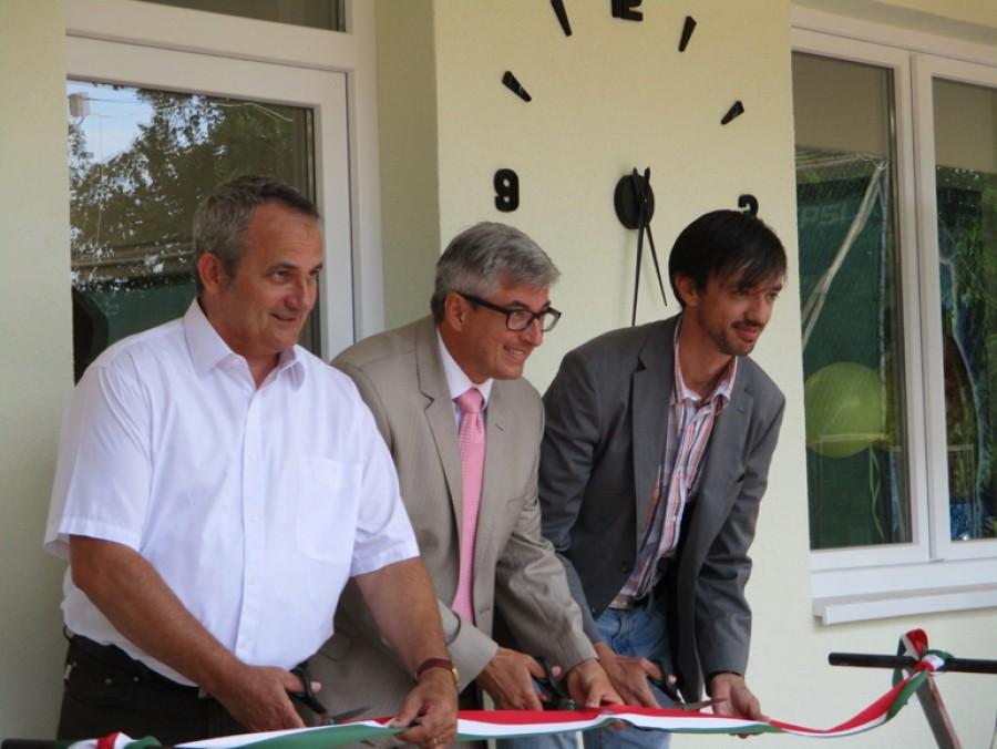 Tenisz Centrumot avattak a bajai Petőfi szigeten