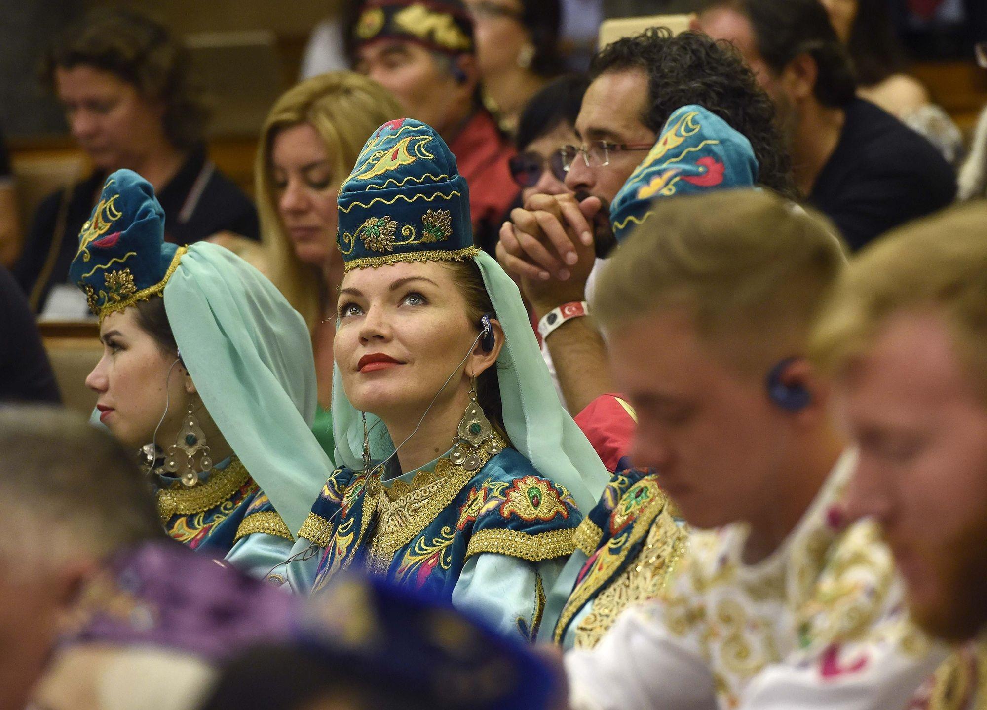Az Országházban nyílt meg a hagyományőrző seregszemle