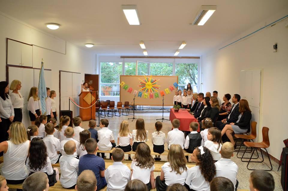 Felújított iskolában kezdték meg a tanévet a kisdiákok Kiskunhalason