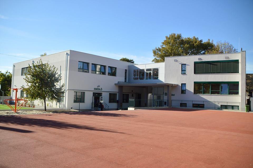 Új épületszárnnyal bővült a Központi Református Általános Iskola Kiskunhalason