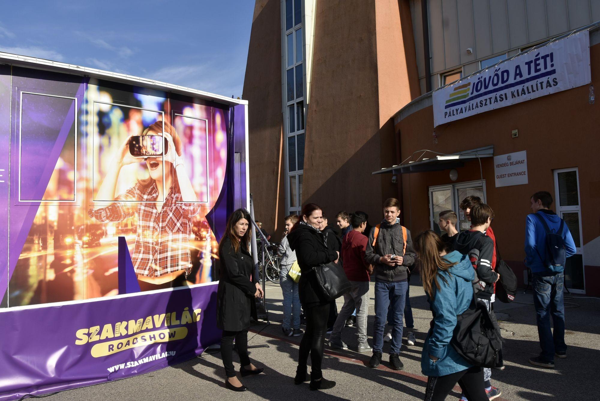 66 kiállító kínál továbbtanulási lehetőséget több száz diáknak