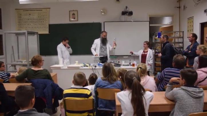 Kutatók Éjszakája 2018 a Kecskeméti Bányai Júlia Gimnáziumban