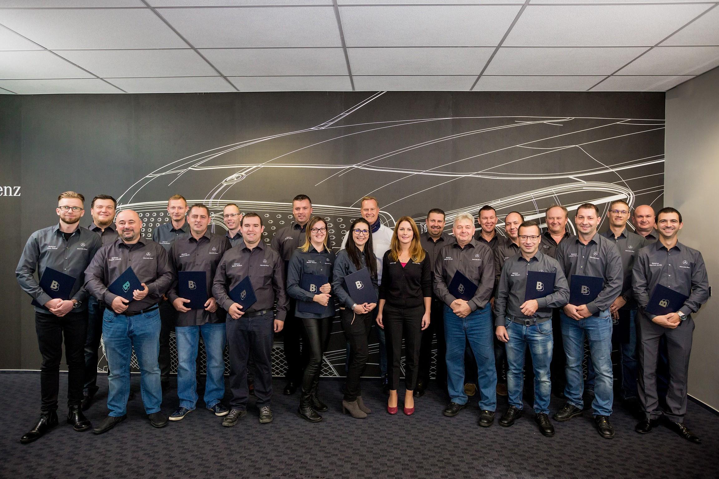 Új végzősök a kecskeméti Mercedes gyár művezető képzési programjában