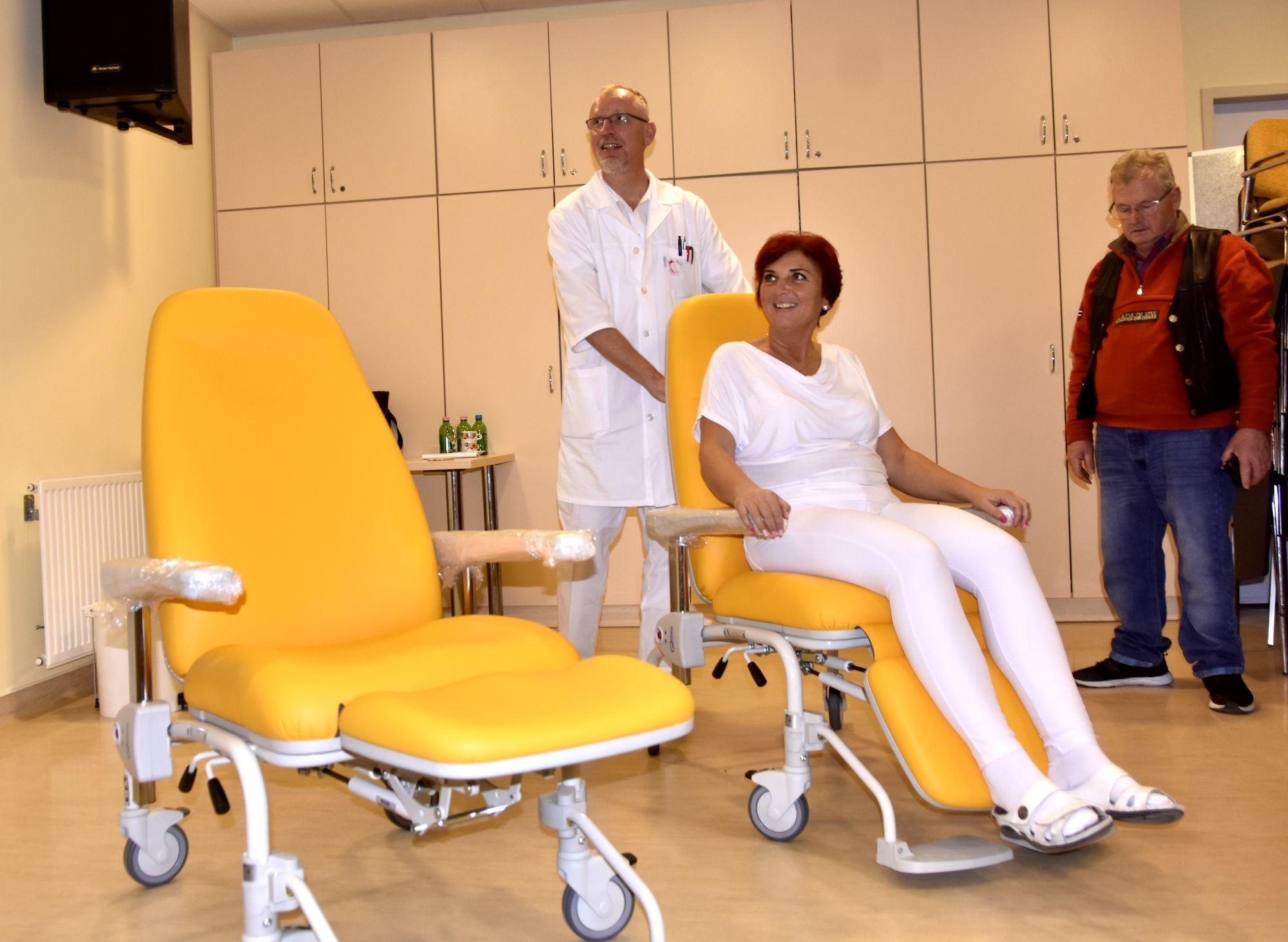Két új kemoterápiás székkel gyarapodott a kecskeméti Onkoradiológiai Központ
