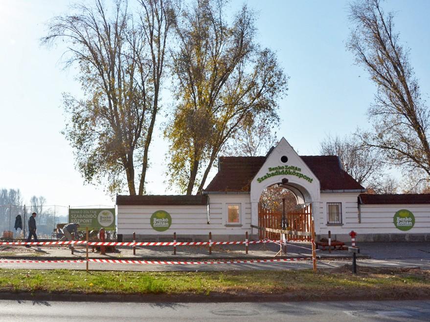 Megkezdődött a szabadidőközpont parkolójának építése