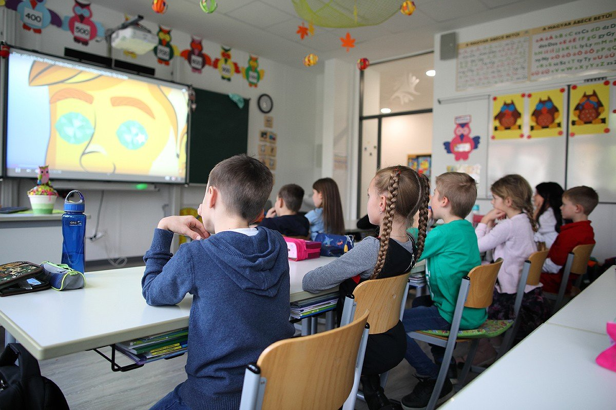 Kívül-belül megújult a kecskeméti Mercedes-Benz Iskola