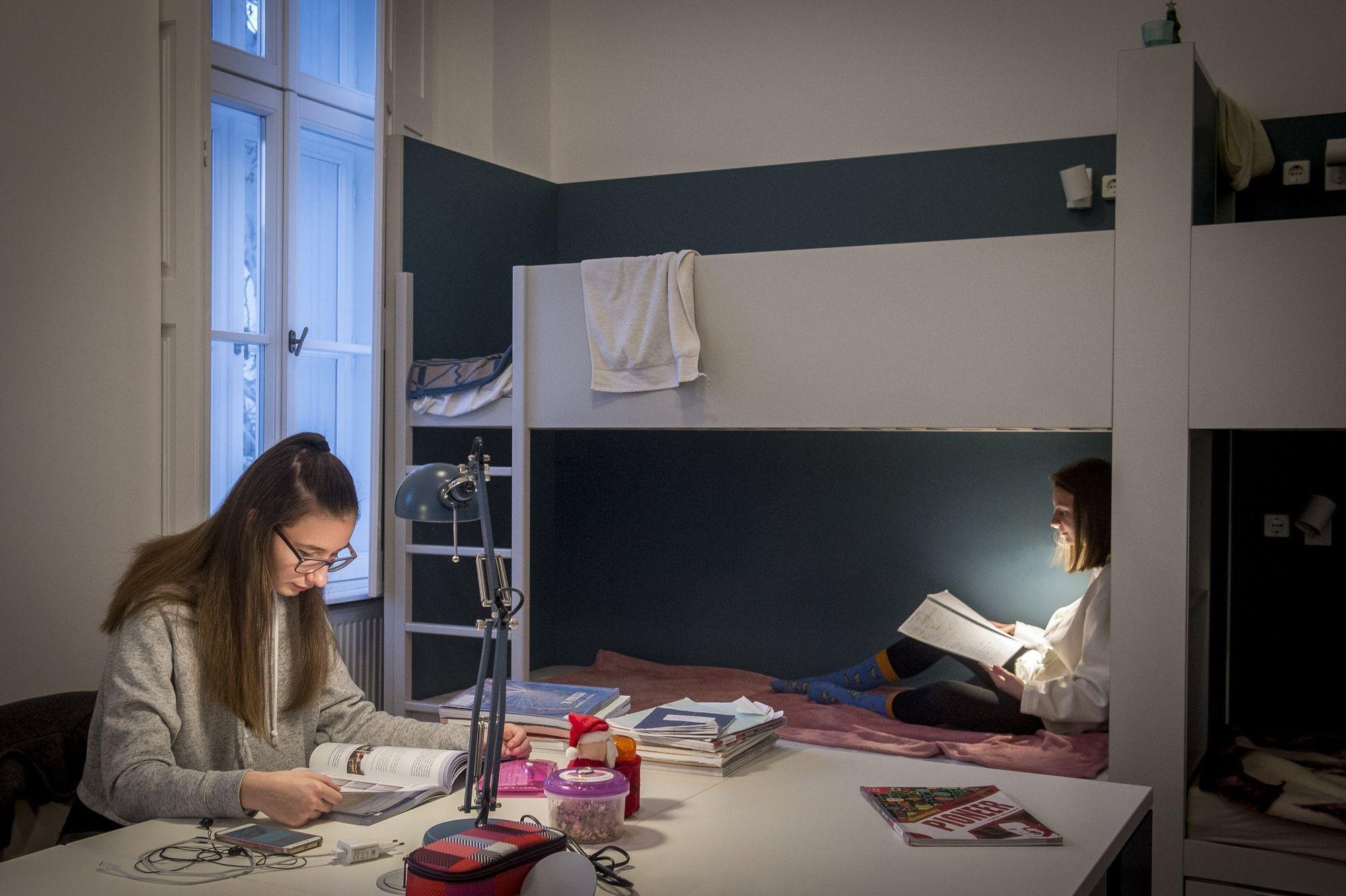 Átadták a piarista kollégium felújított épületét Kecskeméten